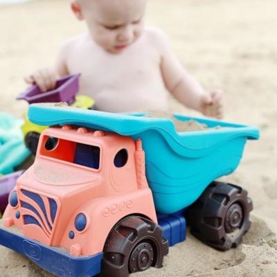 Ciężarówka plażowa z akcesoriami.jpg