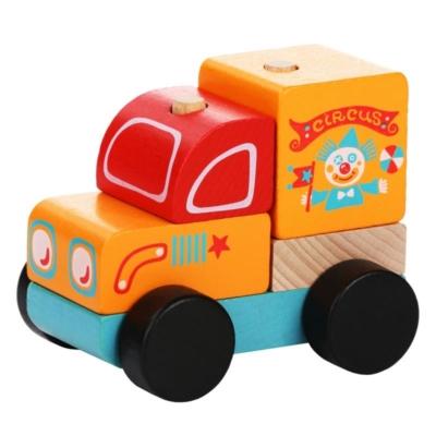 Drewniany wóz cyrkowy.jpg