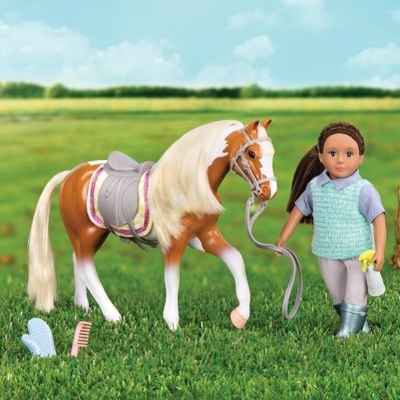Łaciaty koń American Paint z akcesoriami.jpg