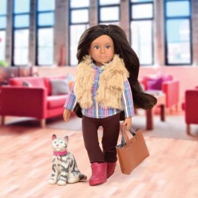 Lalka Lori - MARIA brunetka z biało-szarym kotkiem.jpg