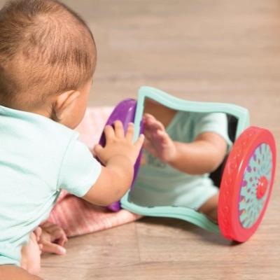 Lusterko na kółkach dla niemowląt.jpg