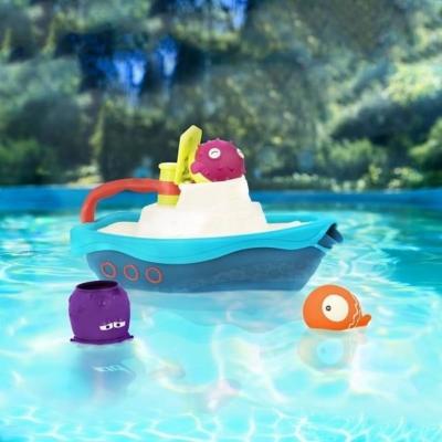 niebieski statek pływający w basenie