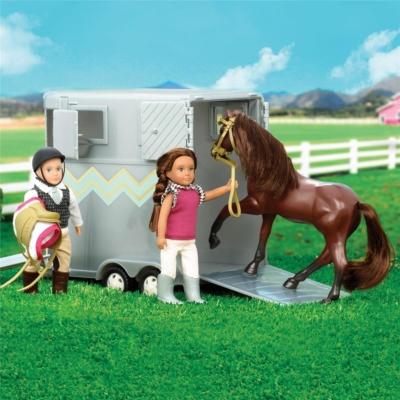 Przyczepa do przewozu koni z akcesoriami.jpg