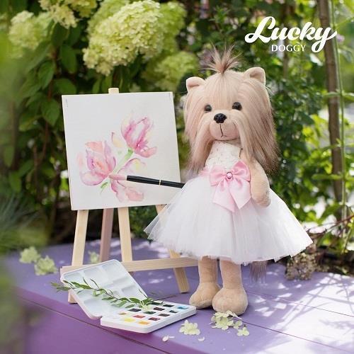 Przytulanka piesek Lucky Yoyo w białej sukience.jpg