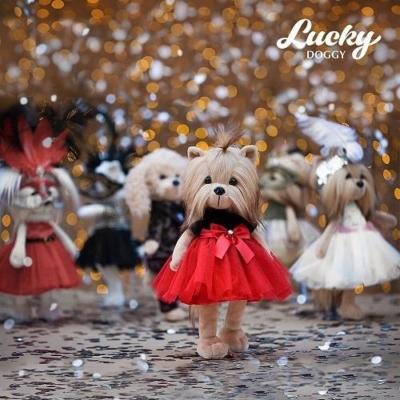 Przytulanka piesek Lucky Yoyo w karnawałowej suk.jpg