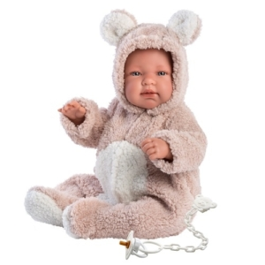 Hiszpańska lalka bobas w brązowym ubraniu niedźwiadka