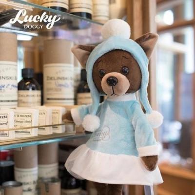 Przytulanka piesek Lucky Kiki w czapce z pomponami.jpg