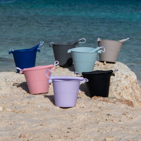 Składane wiaderko do wody i piasku Scrunch Bucket w różnych kolorach